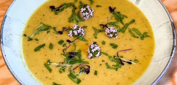 Miao-Wurzelgemüse-Kokos-Suppe
