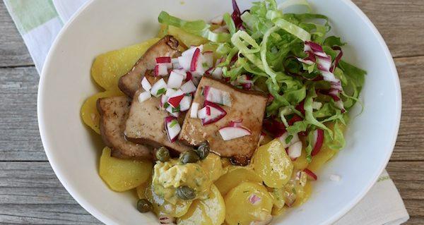 Kartoffelsalat mit Räuchertofu. Foto: Elisabeth Fischer