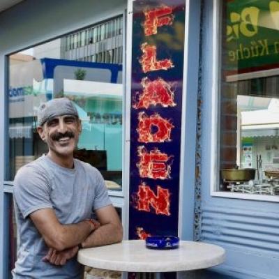 Furat vor seinem Fladenladen am Meidlinger Markt. Foto: Elisabeth Fischer