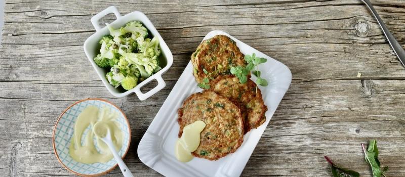 Natto-Puffer mit Senf-Majo und mariniertem Brokkoli. Mit Natto von Fairmento. Foto: Elisabeth Fischer